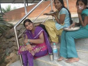 femmes a Bangalore globalong
