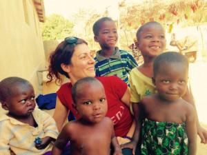 Cecile bénévole avec Globalong au To en Afrique