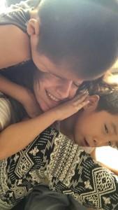C'est l'heure des câlins avec Joy au Cambodge et Globalong