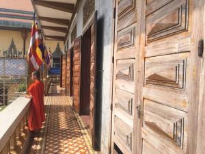 Visite d'un temple Cambodgiens pendant le temps libre Globalong