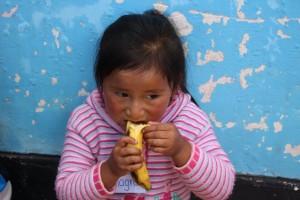 Pause goûter pour les péruviens qui sont à l'école Globalong