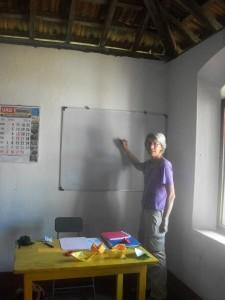 Solange apprends l'anglais aux moine bouddhistes Globalong Sri Lanka
