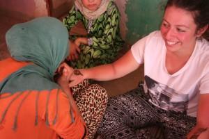 échange entre bénévole et locaux - GlobAlong