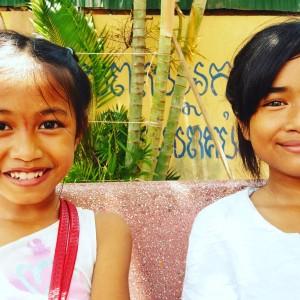enfants du cambodge et complicité - GlobAlong